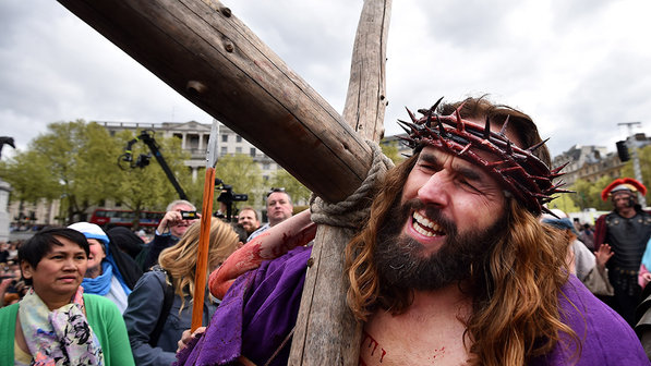 internacional-religiao-catolica-sexta-feira-santa-20140418-01-size-598