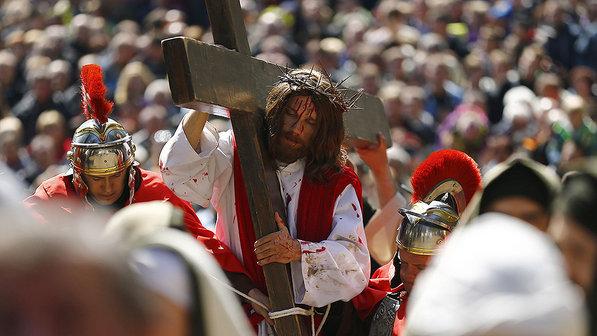 internacional-religiao-catolica-sexta-feira-santa-20140418-03-size-598