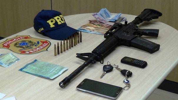 arma-apreendida-pela-PRF-e-Pf-com-taxista-pernambucano-em-Natal