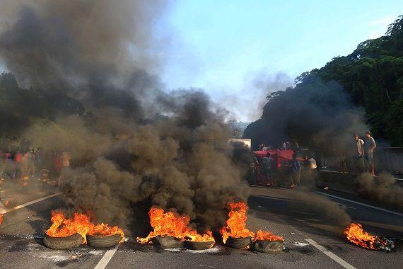 Protesto contra lei da terceirização na Rodovia Anhanguera.