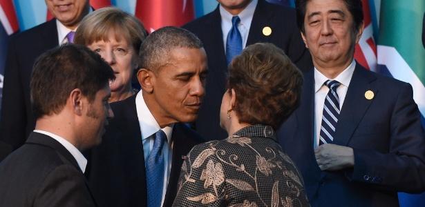 15nov2015---dilma-rousseff-cumprimenta-o-presidente-americano-barack-obama-ao-se-preparem-para-foto-em-grupo-dos-lideres-do-g20-neste-domingo-1447593056446_615x300