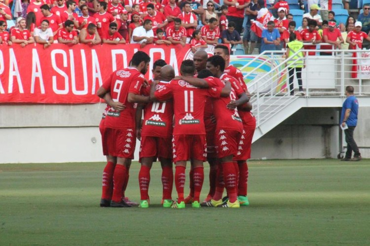 Jogadores-do-América-reunidos-em-jogo-Canindé-Pereira-América-FC-750x500