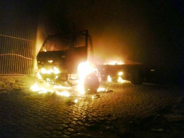 Caminhão-Incendiado