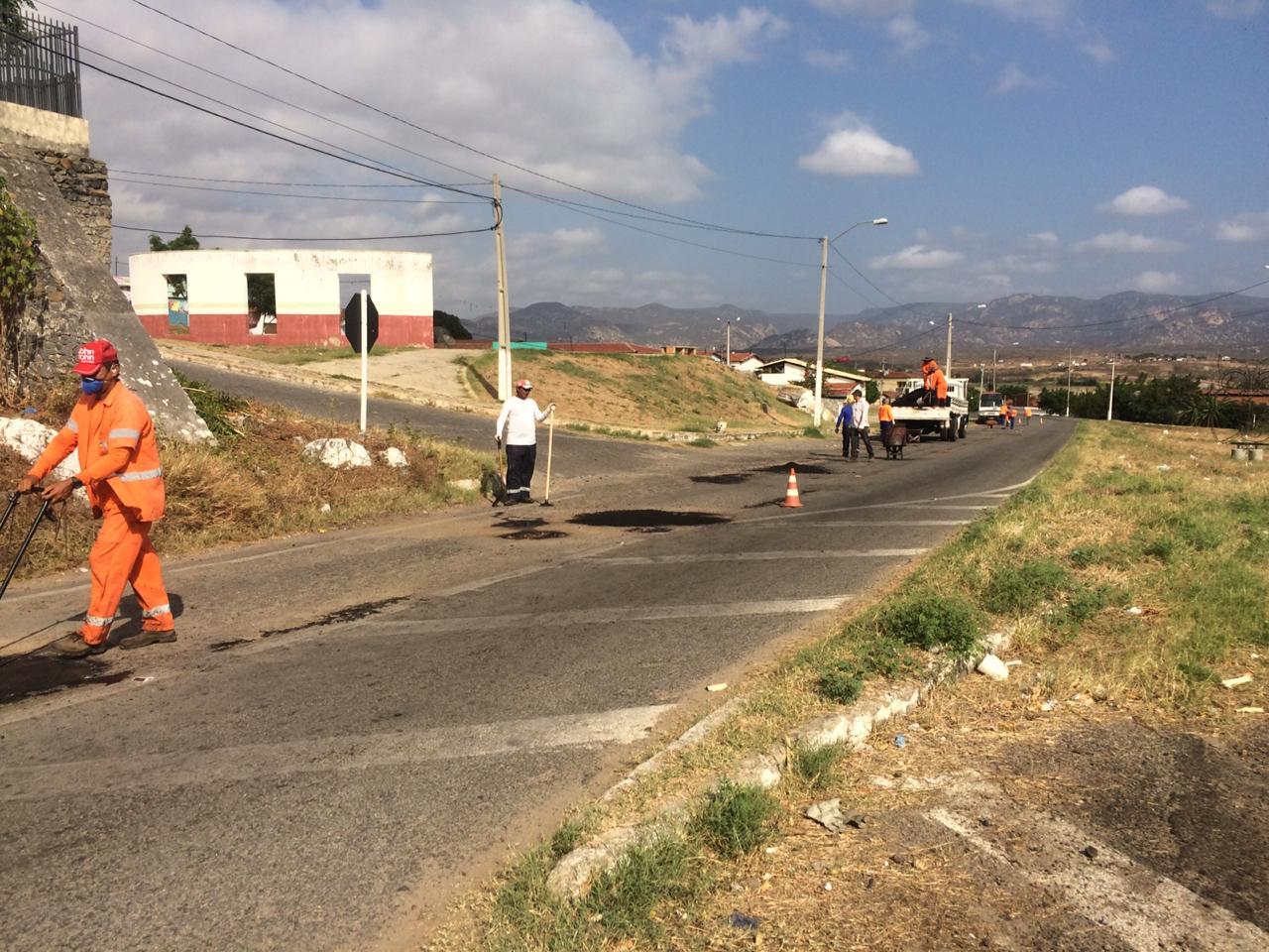 Com recursos próprios Prefeitura de Jucurutu inicia operação tapa buraco na área urbana